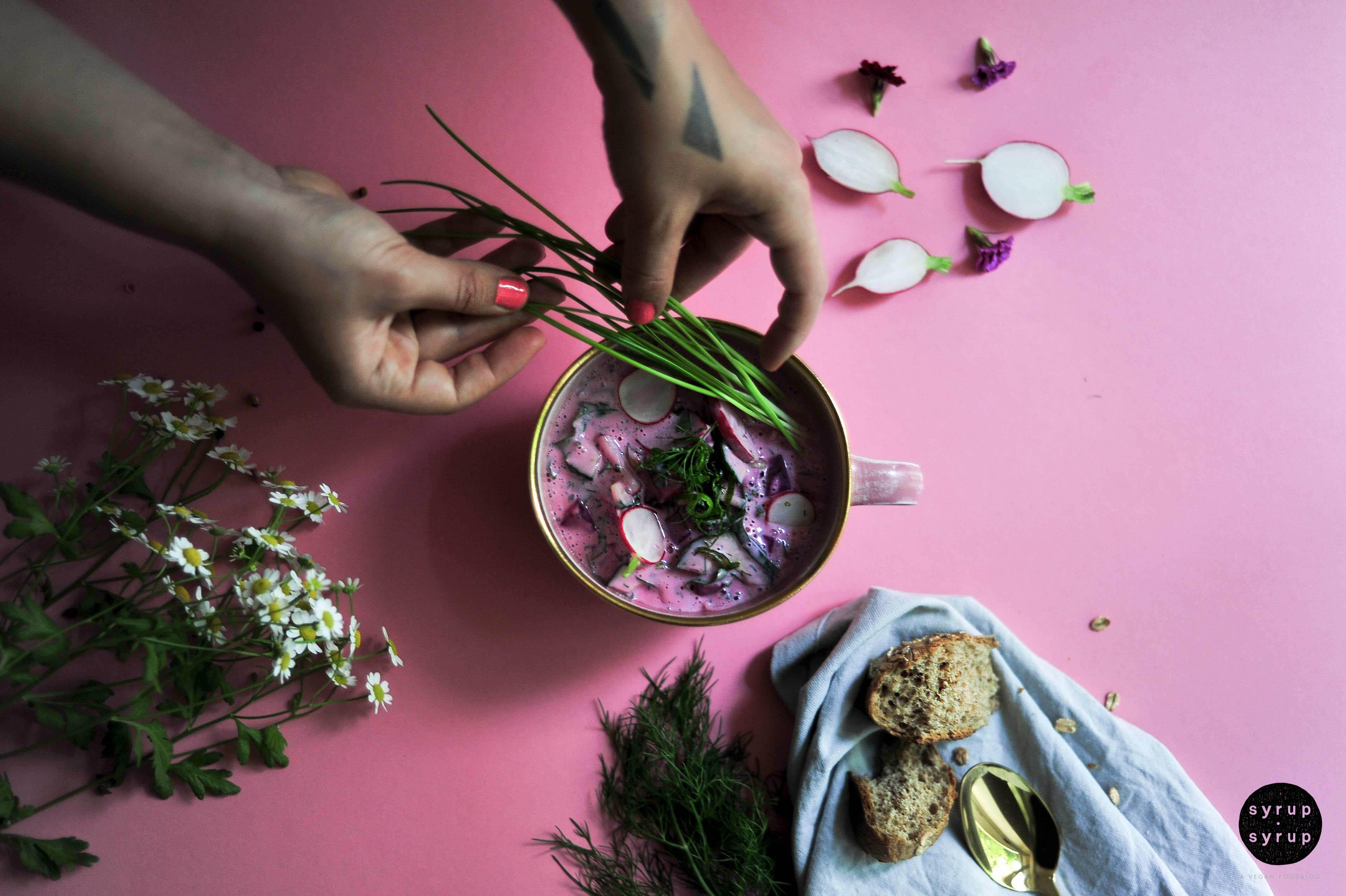sommersuppe vegan kalt 01 1 - Sommersuppe