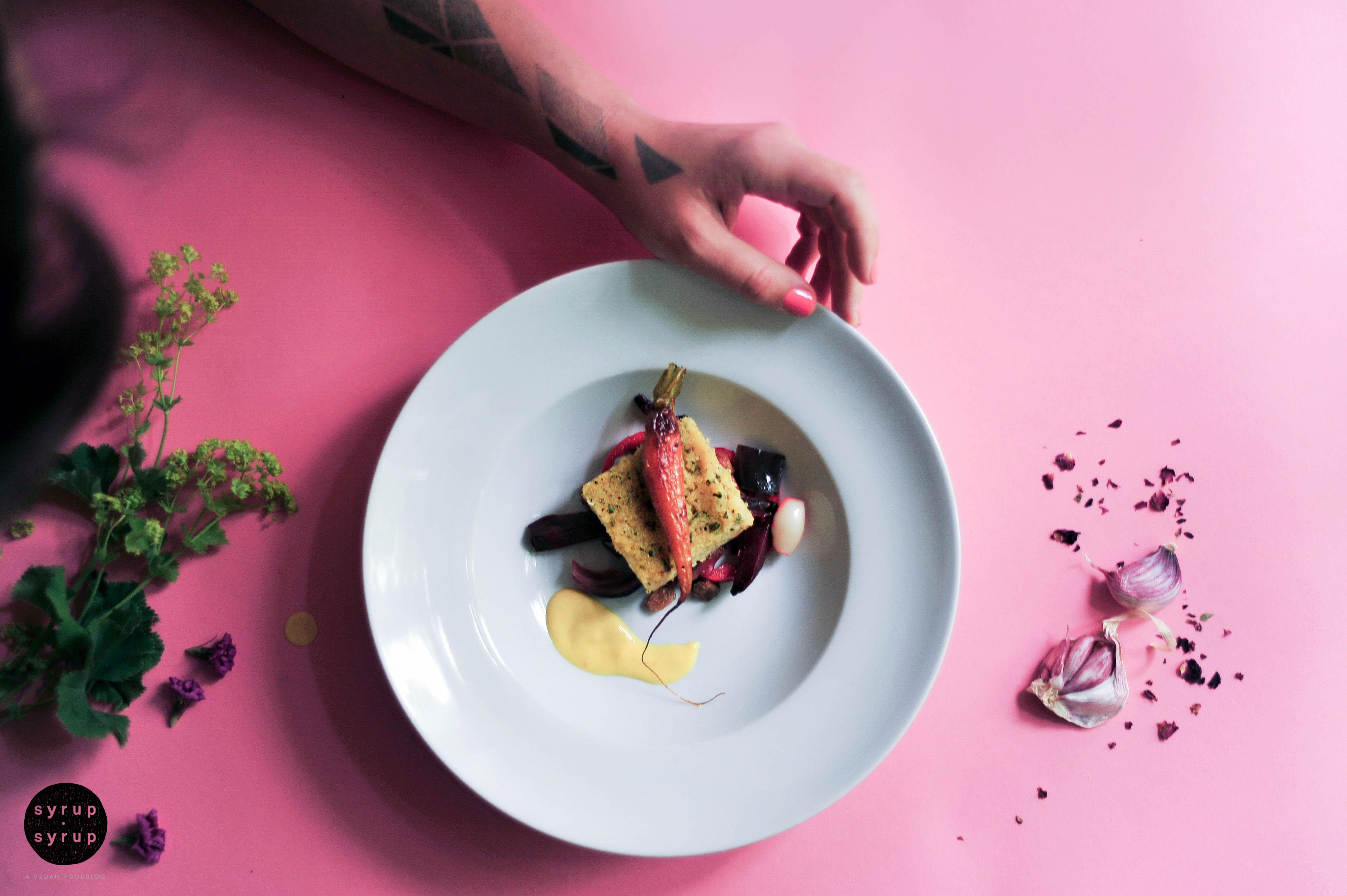 paella ofengemuese vegan 01 - Koriander-Polenta mit Wurzelgemüse