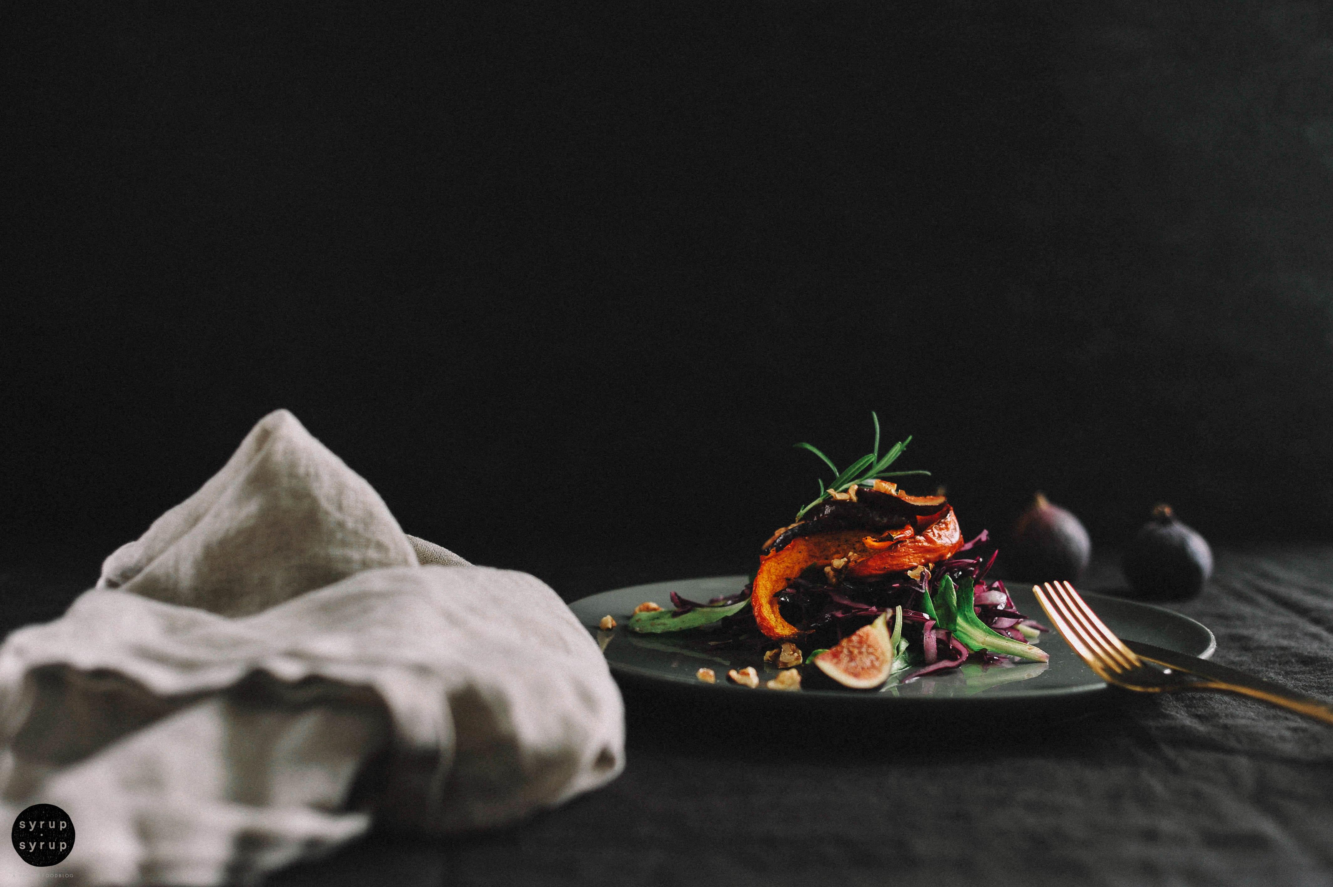 veganer rotkohlsalat gebackener kuerbis 04a - Rotkohlsalat mit Feigen und Kürbis
