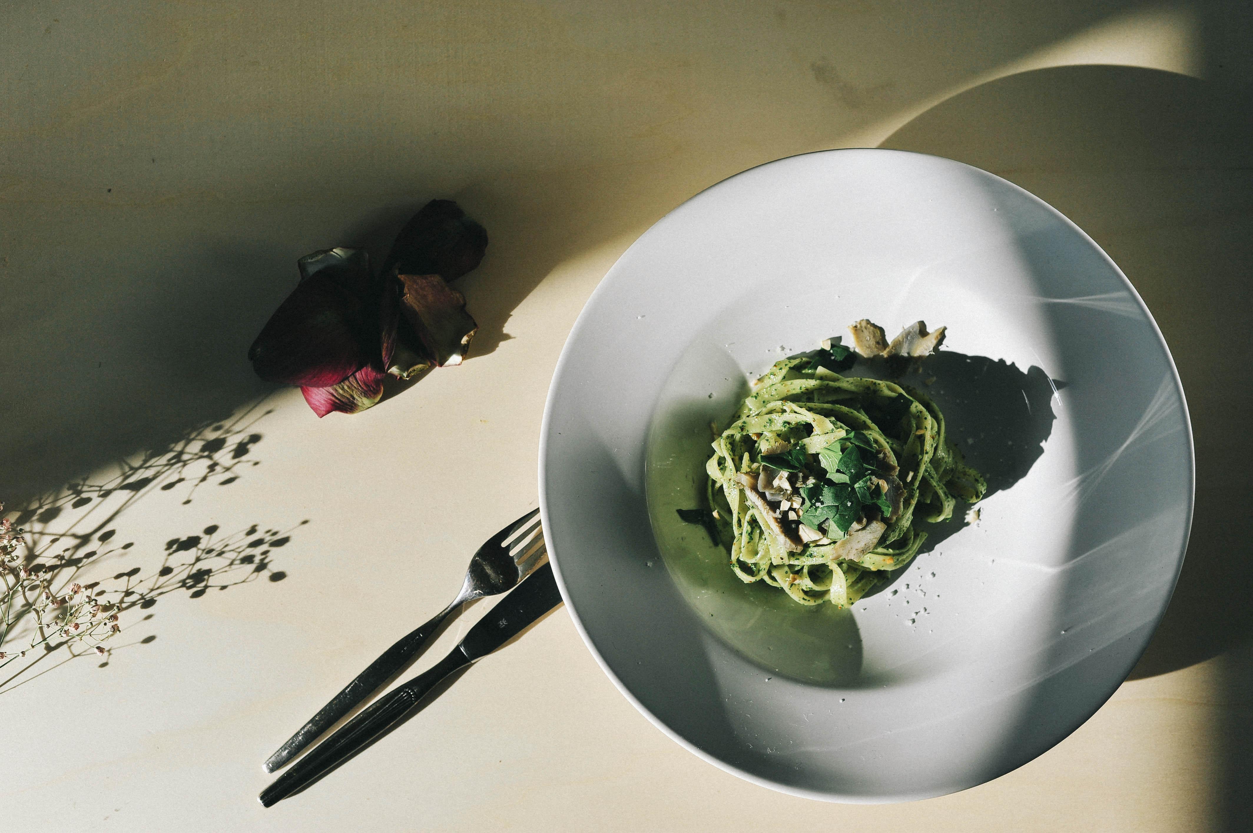veganes pesto 03 final - Veganes Rucola-Pesto mit Mandeln